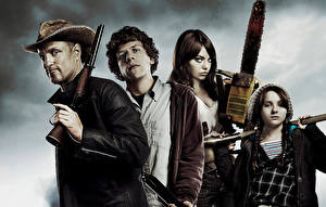 Обои Эмма Стоун Abigail Breslin Мужчины Джесси Айзенберг Бензопила Zombieland, Woody Harrelson кино Знаменитости Девушки