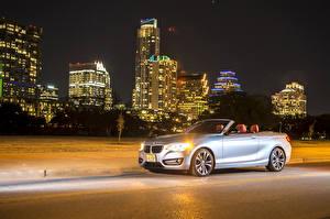 Картинки BMW Дома Серебристая Кабриолет В ночи 2015 228i (F23) convertible Автомобили Города