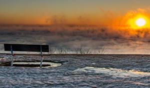 Картинки Рассветы и закаты Зимние Скамейка Туман Солнца Снег Природа