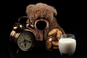 Фото Игрушки Медведи Часы Молоко Печенье Стакан