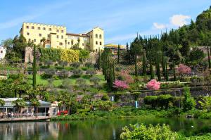 Обои для рабочего стола Италия Сады Замок Пруд Кусты Trauttmansdorff Castle Gardens Природа Города
