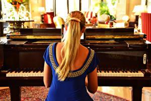 Обои Фортепиано Спина Блондинка девушка