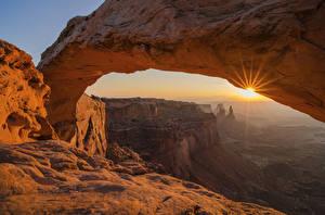 Картинка США Рассветы и закаты Парки Скале Каньоны Лучи света Arches uta Природа