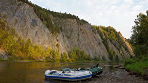 Обои Речка Лодки Сибирь Россия Скале Природа