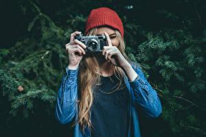 Картинки Фотоаппарат Шапки Фотограф Contax Девушки