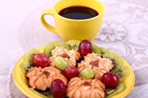Картинка Кофе Печенье Киви Виноград Чашка Пища