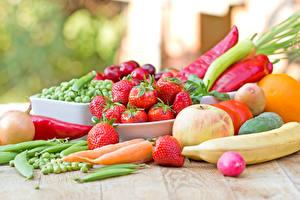 Фотография Овощи Фрукты Клубника Морковь Яблоки Бананы Продукты питания