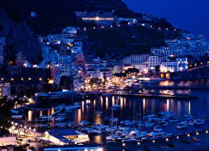 Картинка Италия Дома Причалы Сорренто Позитано Ночные город
