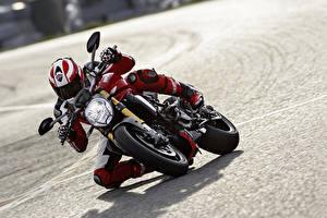 Фотографии Ducati Мотоциклист Monster Legend