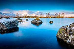 Фото Шотландия Озеро Камень Горы The Lochan Природа