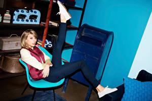Обои Taylor Swift Кроссовки Ноги 2015 Музыка Знаменитости Девушки фото