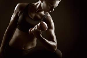 Обои Фитнес Гантели Живот Физические упражнения sportswear pose workout Спорт Девушки