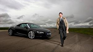 Картинки Том Харди Audi Мужчины Костюм R8 Автомобили