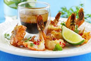 Фотографии Морепродукты Крупным планом Креветки Fried shrimp with Aioli sauce