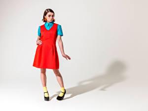 Картинки Maisie Williams Платья Красная Девушки