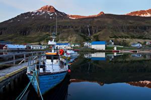 Картинка Исландия Горы Причалы Катера Города