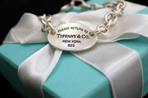 Фото Вблизи Украшения Коробки Цепь Ленточка Tiffany