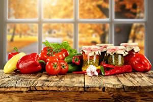 Картинка Овощи Перец Помидоры Чеснок Банка Окно Продукты питания