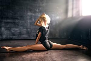Фотографии Блондинка Ноги Шпагат Anton Pechkurov Девушки