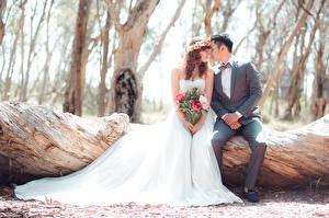 Картинка Любовники Женихом Невесты Двое Свадебные Сидящие Платье молодая женщина