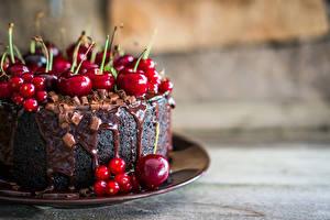 Обои Сладкая еда Торты Черешня Смородина Шоколад Еда
