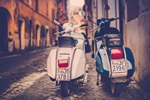 Обои Двое Улица Jamie Frith Piaggio Rome Мотоциклы фото
