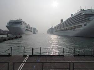 Картинки Круизный лайнер Пристань Туман