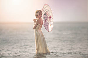 Обои Море Зонт Девушки