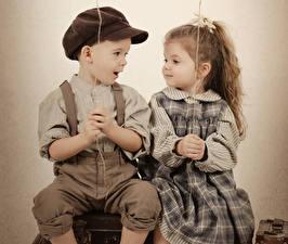 Картинки Старинные Девочка Мальчики Платье Рубашки Две ребёнок