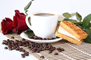 Картинка Натюрморт Кофе Выпечка Розы Зерна Чашка Бордовые Продукты питания
