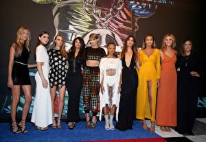 Фото Taylor Swift Selena Gomez Hailee Steinfeld Cara Delevingne MTV Music Awards 2015 Знаменитости Девушки