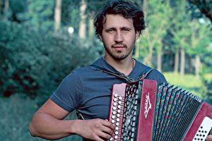 Картинки Музыкальные инструменты Мужчины Igor Rasteriaev Знаменитости