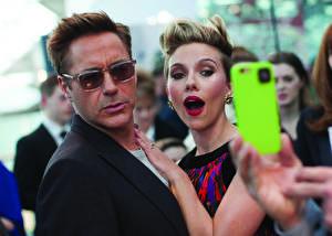 Фотографии Robert Downey Jr Скарлетт Йоханссон Очки Телефон London April 21 Photo 2015 by James Gillham, Marvel European Premiere Знаменитости Девушки