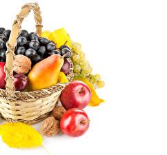 Фото Фрукты Яблоки Груши Виноград Корзина Листья Продукты питания