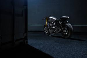 Обои Ночь Triumph The Bullitt Bonneville Мотоциклы фото