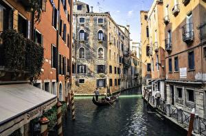 Обои Италия Дома Венеция Улица Водный канал Города фото