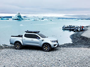 Картинка Renault Берег Озеро Лодки Серебряная 2015 Alaskan Природа