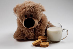 Картинки Игрушки Печенье Молоко Плюшевый мишка Чашка Пища