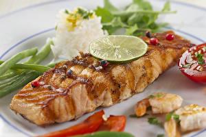 Картинки Морепродукты Рыба Овощи Лайм