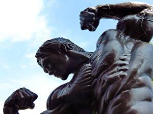 Картинка Памятники Arnold Schwarzenegger Мужчины Бодибилдинг Мышцы Города