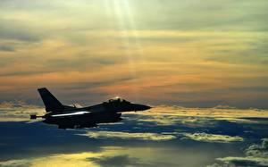 Обои Истребители Самолеты Небо f 16 falcon Авиация фото