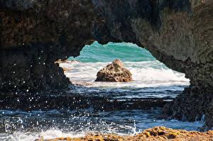 Обои Море Скалы Брызги Природа