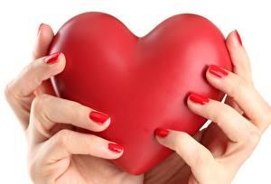 Картинка Вблизи Сердце Руки Маникюр