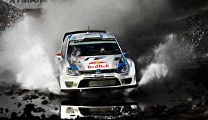 Фото Фольксваген Тюнинг С брызгами Спереди Движение Ралли Polo WRC авто