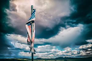 Картинки США Небо Флаг Облака