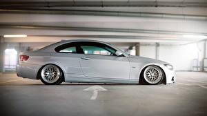 Картинка BMW Сбоку Припаркованная e92 M3 Автомобили