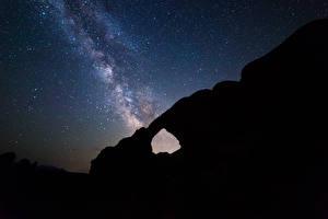 Картинки Млечный Путь Парки Звезды Скала Силуэт Ночью Arches National Park Природа Космос