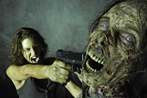 Обои Ходячие мертвецы Зомби Пистолеты Lauren Cohan Maggie Фильмы Фэнтези Знаменитости Девушки фото