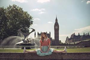 Фотографии Англия Фонтаны Лондоне Ног Биг-Бен Marine Fauvet город Девушки