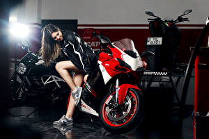 Обои Ducati Ноги Katharina Legs Shoes Nike Девушки